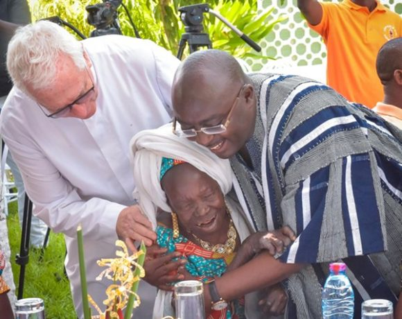 Bawumia Feeds Street Children on New Year's Day