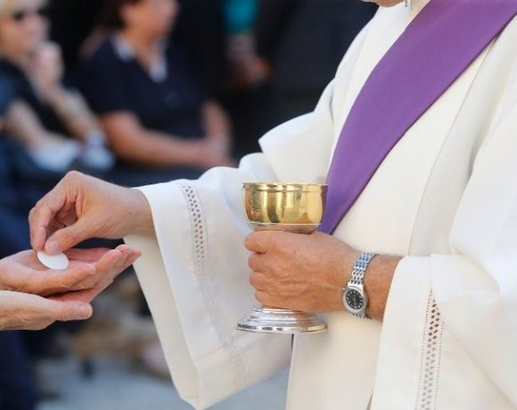 File photo: A Catholic receiving the Holy Communion in the hand