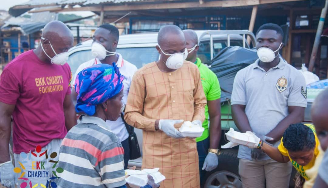 EVANS KWAFO FEEDS THOUSANDS AFFECTED BY LOCKDOWN IN KUMASI.