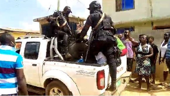 Tension in Suhum as police round up suspected thugs