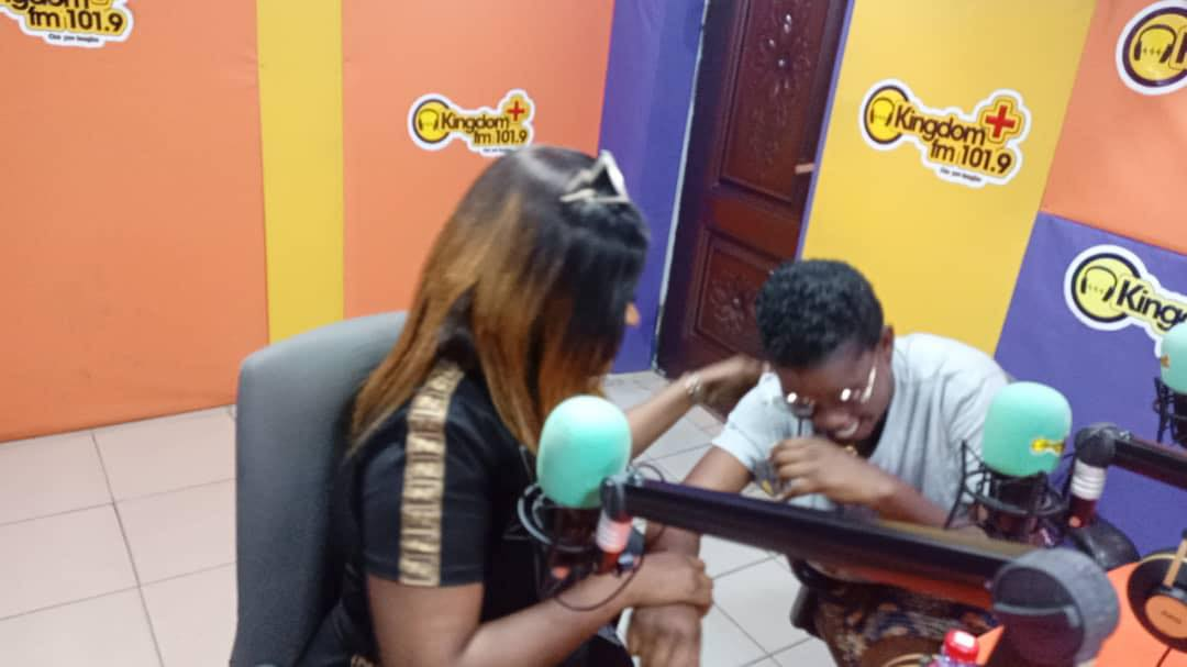 NAYAS CLASHES WITH PAMELA, RESOLVE THEIR DIFFERENCES LIVE ON RADIO