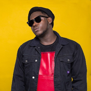 MEDIKAL ANGRILY DISSES FANS, TELLS THEM TO STOP BEGGING